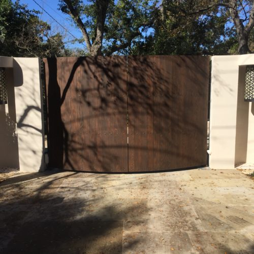 1b_Curved Custom Wood Gate