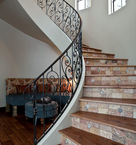 3_Curved Railing Staircase